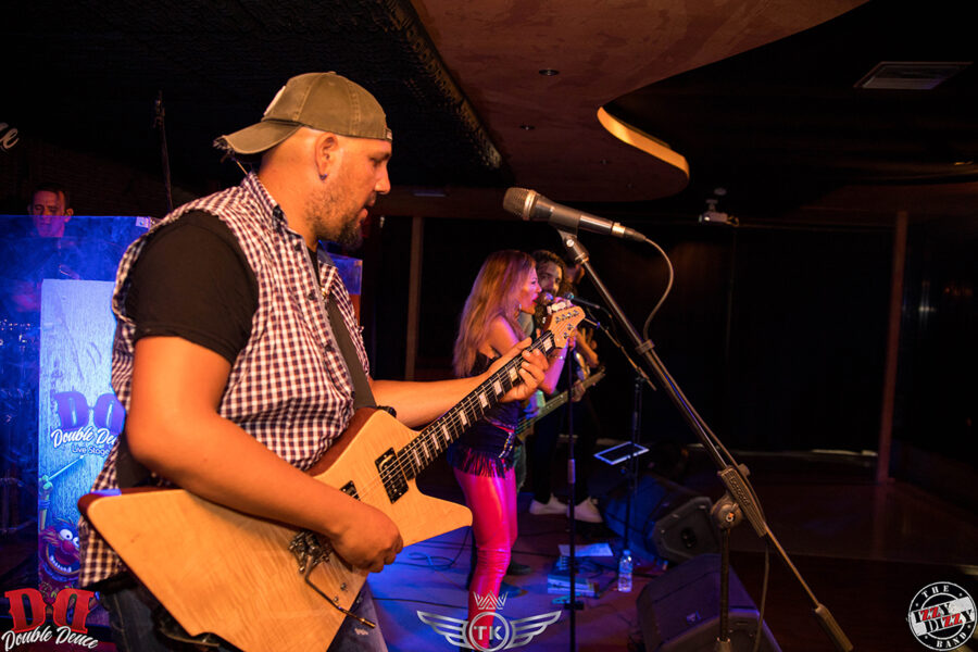 The Izzy Dizzy Band Feat. Tania Kikidi • Double Deuce Live Stage
